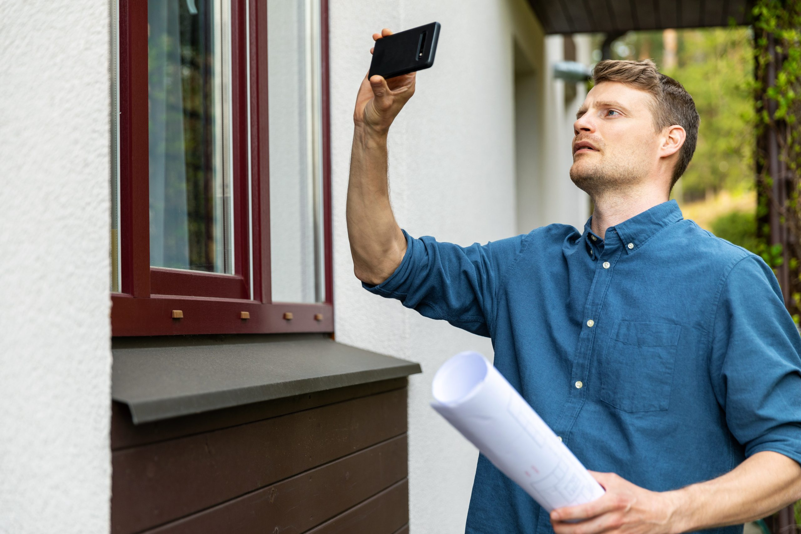 Loss Prevention Specialist looking at home exterior